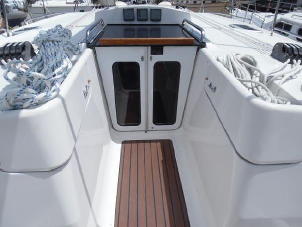 2009 HUNTER 50 Cruising Sailboat 2673857