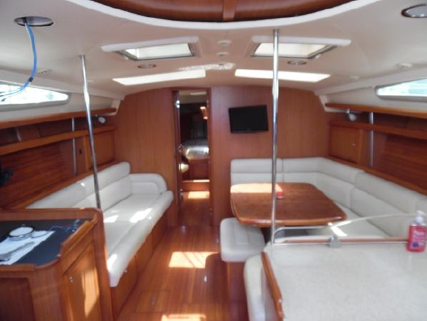 2009 HUNTER 50 Cruising Sailboat 2673858
