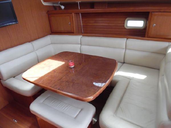 2009 HUNTER 50 Cruising Sailboat 2673861