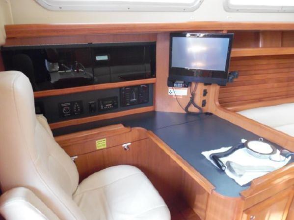 2009 HUNTER 50 Cruising Sailboat 2673863