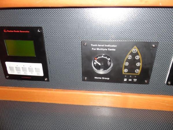 2009 HUNTER 50 Cruising Sailboat 2673866