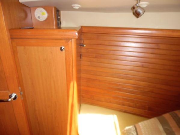 2009 HUNTER 50 Cruising Sailboat 2673871