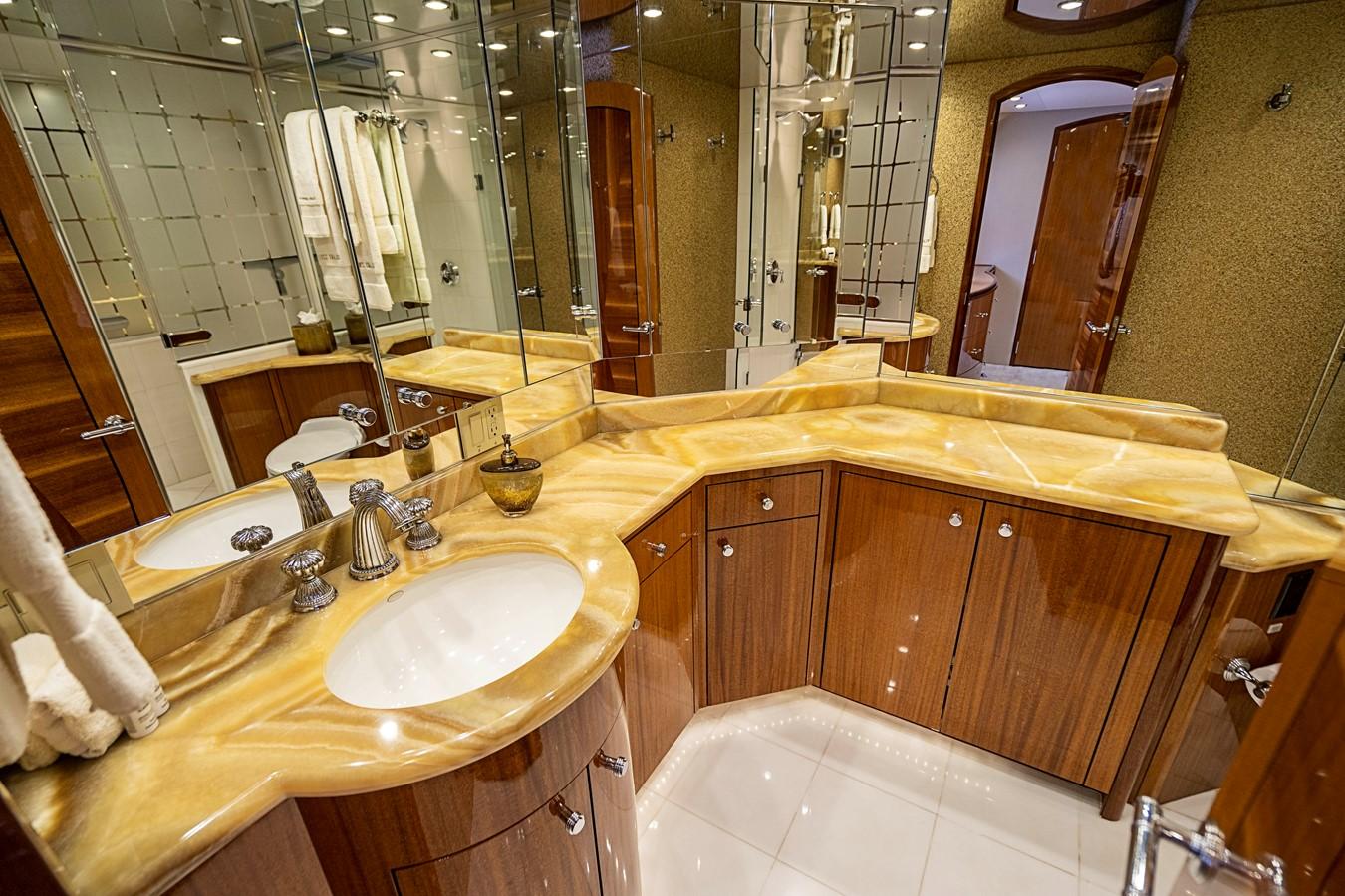2011 HATTERAS Enclosed Bridge Motor Yacht 2678679