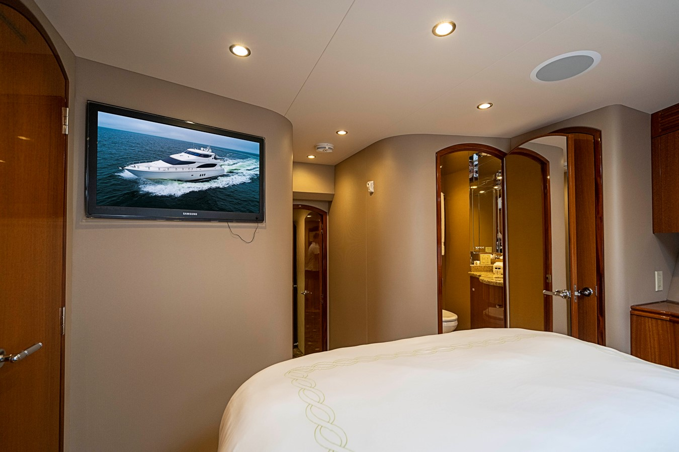 2011 HATTERAS Enclosed Bridge Motor Yacht 2679248