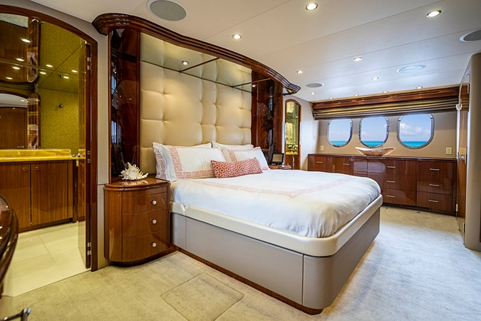 2011 HATTERAS Enclosed Bridge Motor Yacht 2678682