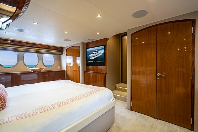 2011 HATTERAS Enclosed Bridge Motor Yacht 2678683