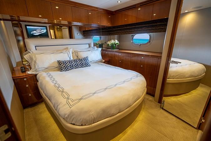 2011 HATTERAS Enclosed Bridge Motor Yacht 2679328