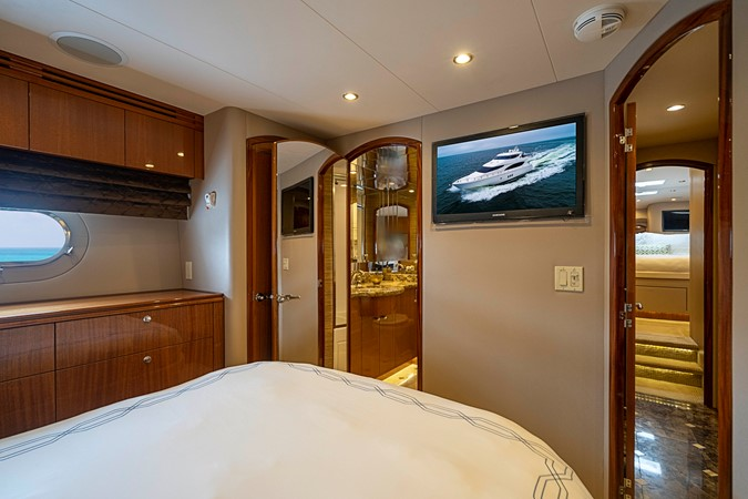 2011 HATTERAS Enclosed Bridge Motor Yacht 2679329