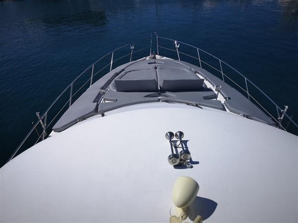 Flybridge to bow 2003 SUNSEEKER Manhattan 74 Motor Yacht 2674096
