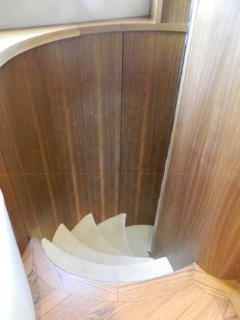 Spiral Stairs below to Staterooms 2003 SUNSEEKER Manhattan 74 Motor Yacht 2674133