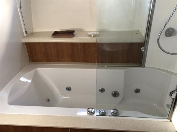 Guest Bath / Shower 2003 SUNSEEKER Manhattan 74 Motor Yacht 2674142