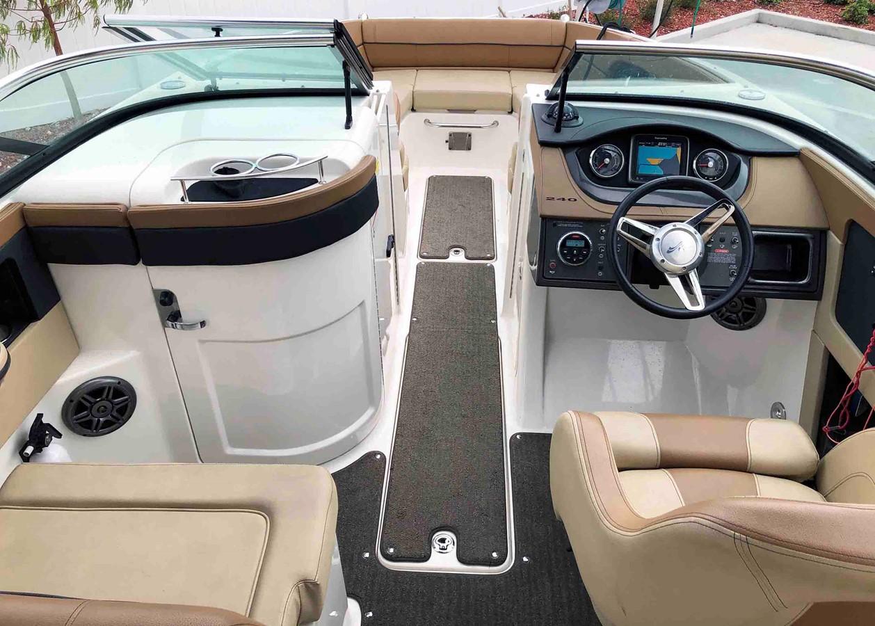 2015 SEA RAY 240 SunDeck Deck Boat 2674195