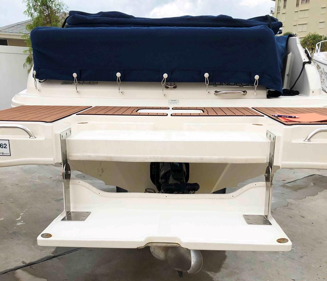 2015 SEA RAY 240 SunDeck Deck Boat 2674208