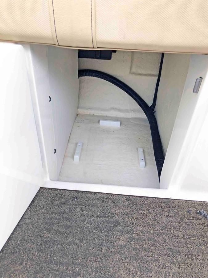 2015 SEA RAY 240 SunDeck Deck Boat 2674235