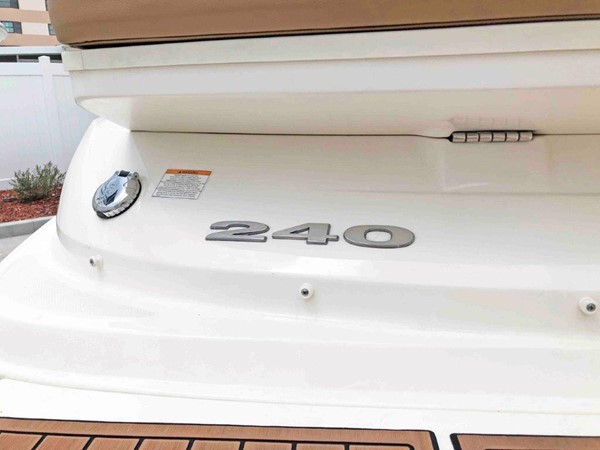 2015 SEA RAY 240 SunDeck Deck Boat 2674206