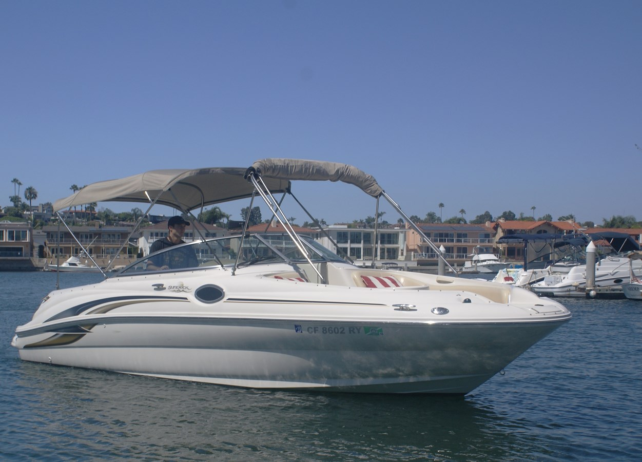 """Starboard """"On the Water"""" 2001 SEA RAY 240 Sun Deck Deck Boat 2674742"""