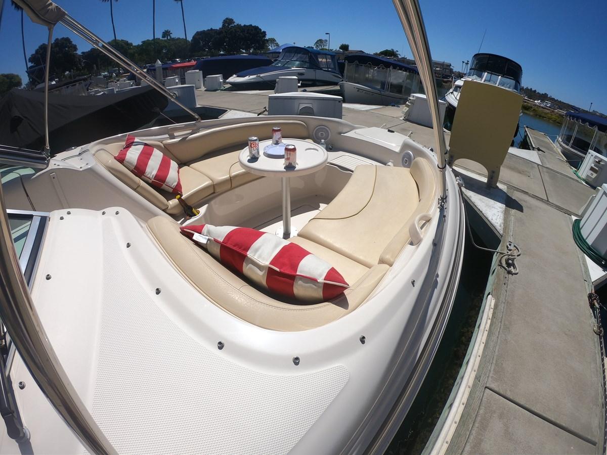 Bow Lounge 2001 SEA RAY 240 Sun Deck Deck Boat 2674761