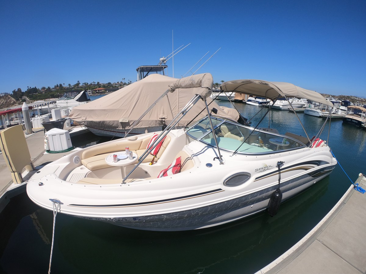 GOPR3238 2001 SEA RAY 240 Sun Deck Deck Boat 2674773