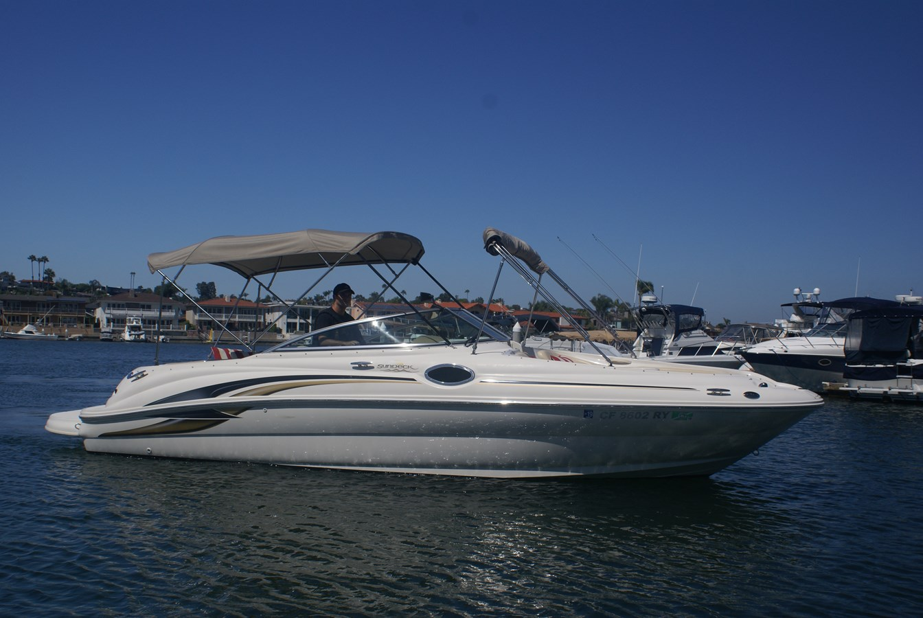 """Starboard """"On the Water"""" 2001 SEA RAY 240 Sun Deck Deck Boat 2674780"""