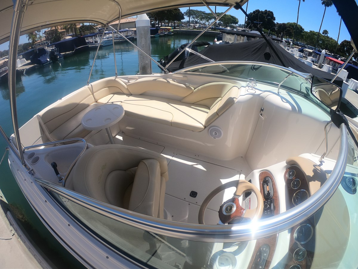Overview 2001 SEA RAY 240 Sun Deck Deck Boat 2674785