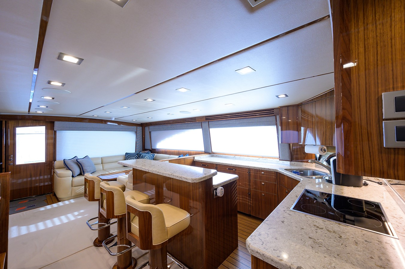 Galley 2017 VIKING Convertible Sport Fisherman 2676227