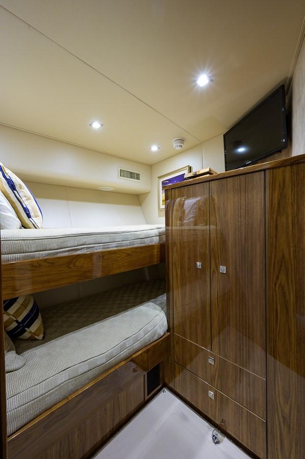 Guest Stateroom 2017 VIKING Convertible Sport Fisherman 2676312