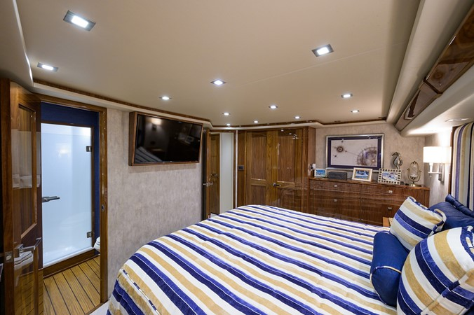 Master Stateroom 2017 VIKING Convertible Sport Fisherman 2676230