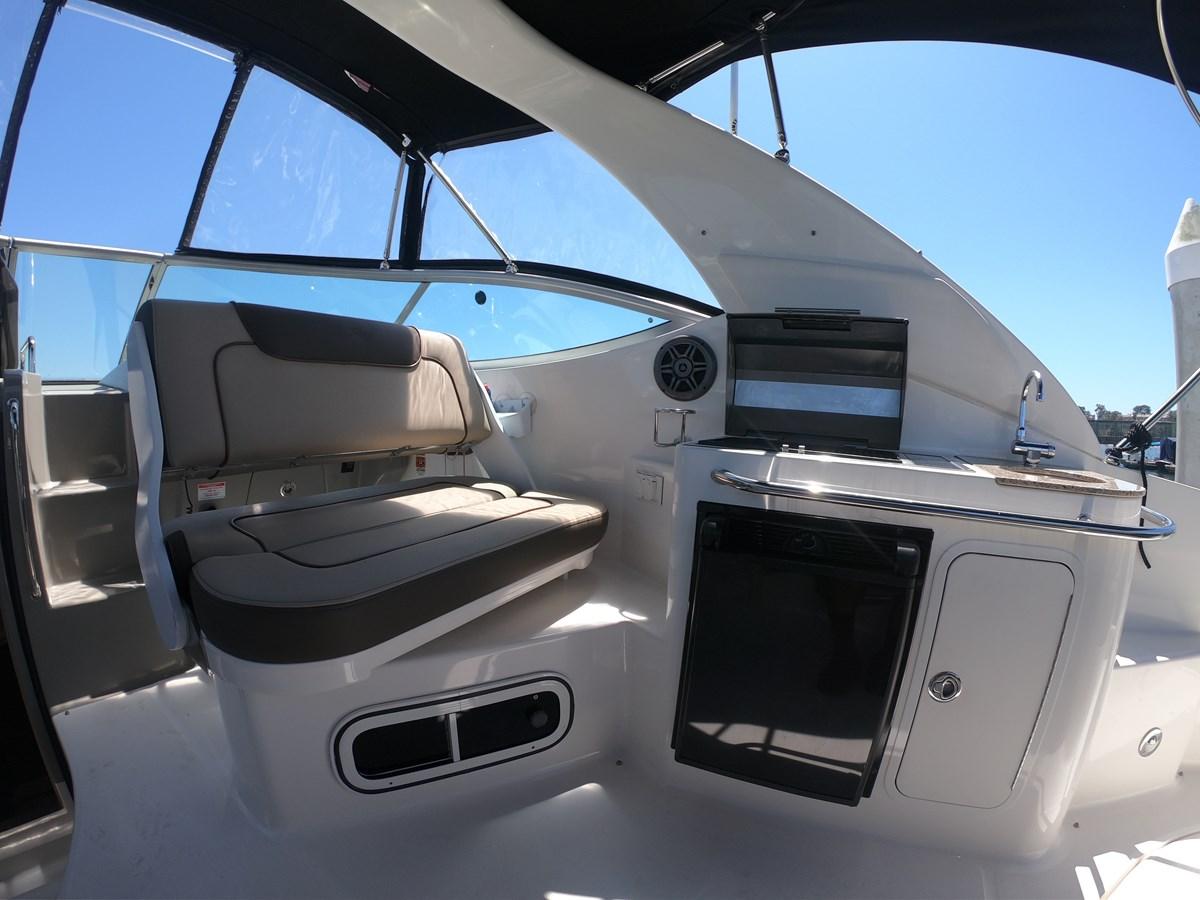 Aft Facing Helm Seat 2015 SEA RAY 280 Sundancer Cruiser 2676421