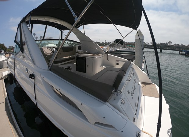 Into the cockpit 2015 SEA RAY 280 Sundancer Cruiser 2676417