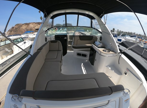 Cockpit Forward 2015 SEA RAY 280 Sundancer Cruiser 2676418