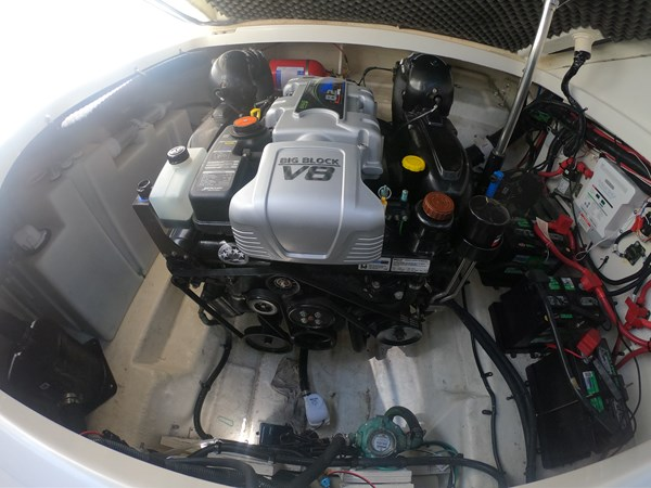 Mercruiser 8.2L Sea Core Engine 2015 SEA RAY 280 Sundancer Cruiser 2676459