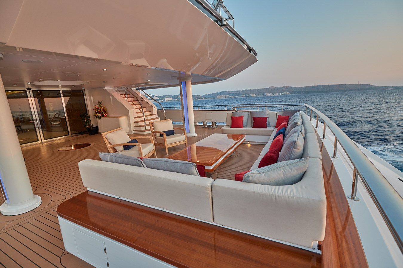 aft deck2 2015 SUNRISE  Mega Yacht 2968874