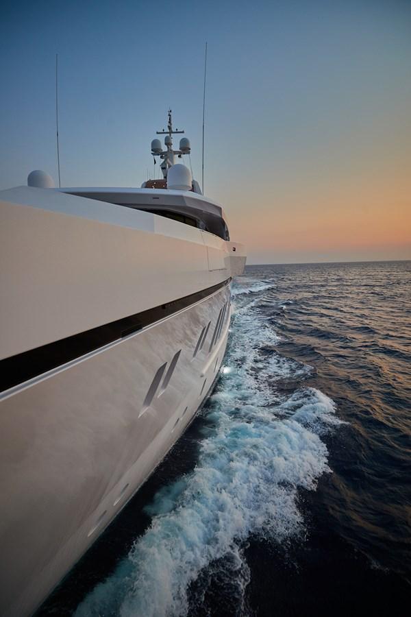 Anchor overhang 2015 SUNRISE  Mega Yacht 2968875