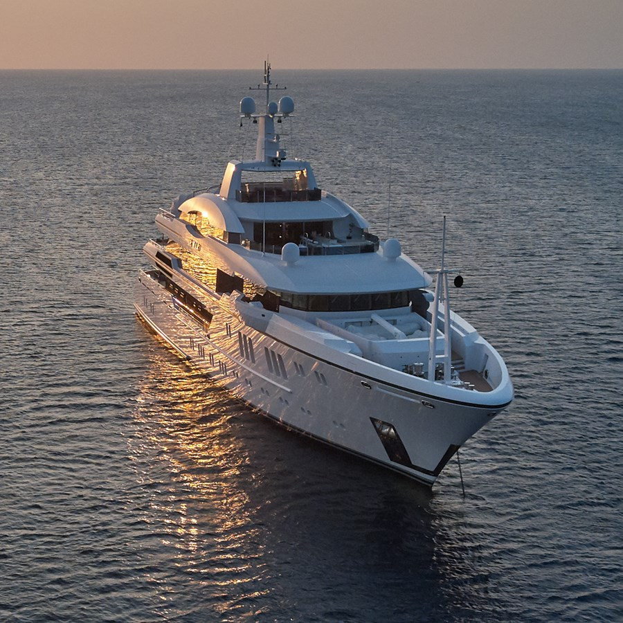 At anchor stb bow 2015 SUNRISE  Mega Yacht 2968893