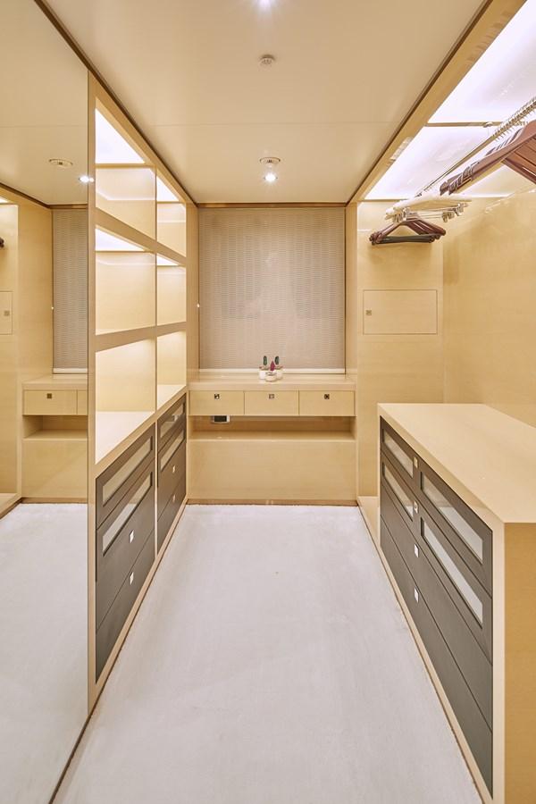 owner closet stbd 2015 SUNRISE  Mega Yacht 2968920