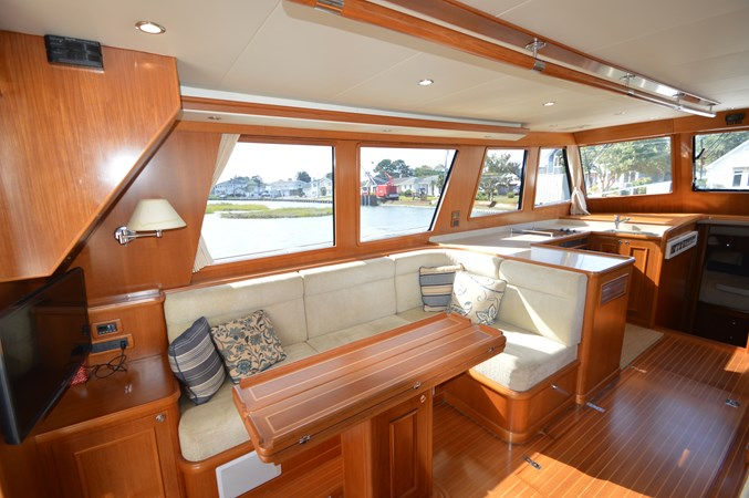 37 2009 GRAND BANKS 41 Europa Motor Yacht 2689056