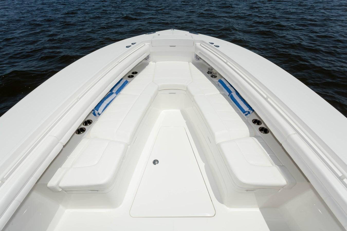 31-regulator-center-console-boat-forward-seat - 31 REGULATOR For Sale