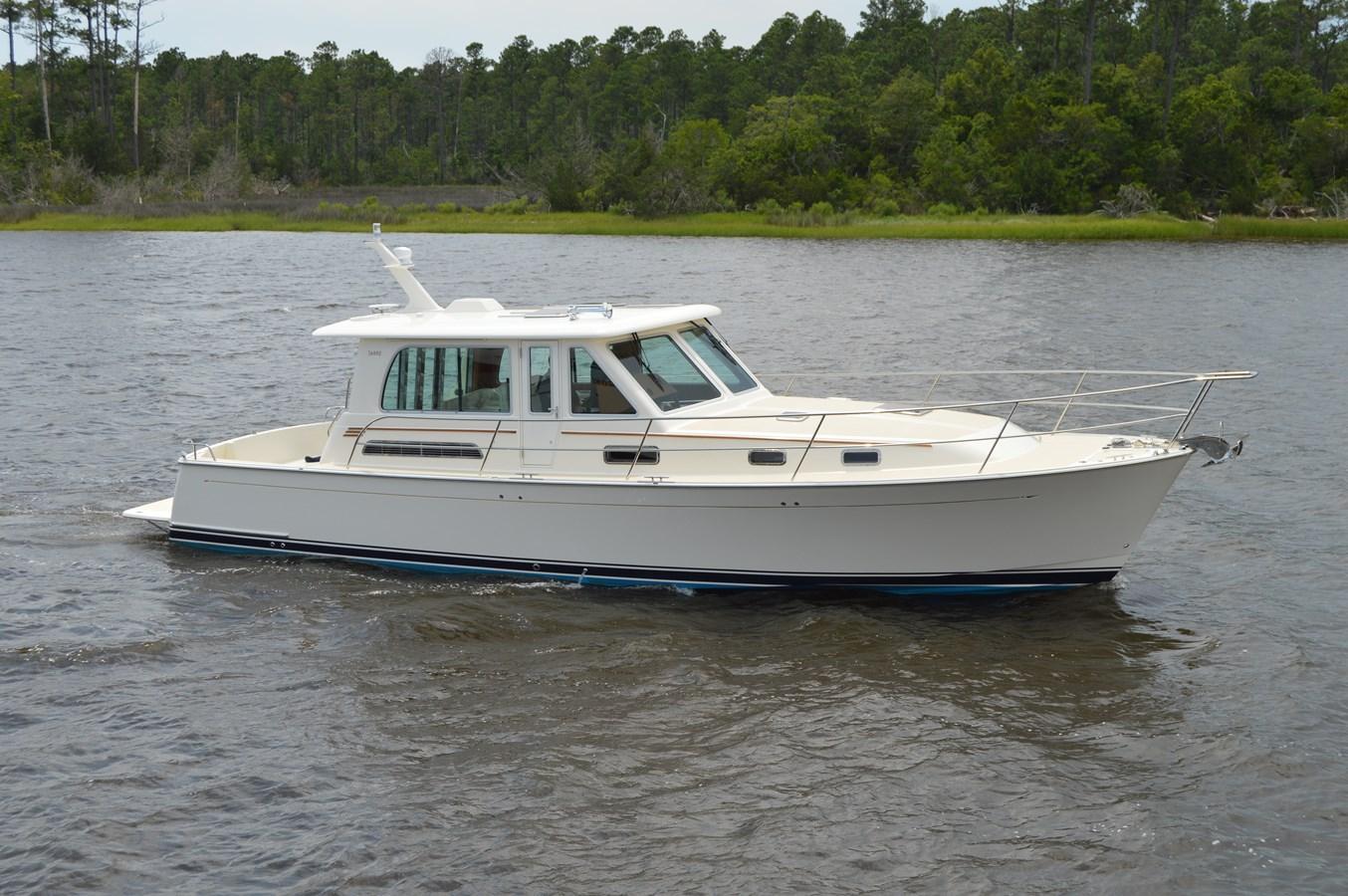 DSC_0009 2021 SABRE YACHTS 42 Salon Express Motor Yacht 2970556