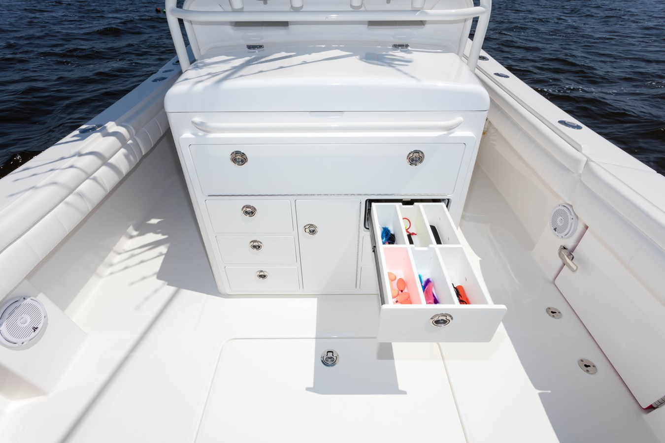 31-regulator-center-console-boat-tackle-center-drawer - 31 REGULATOR For Sale