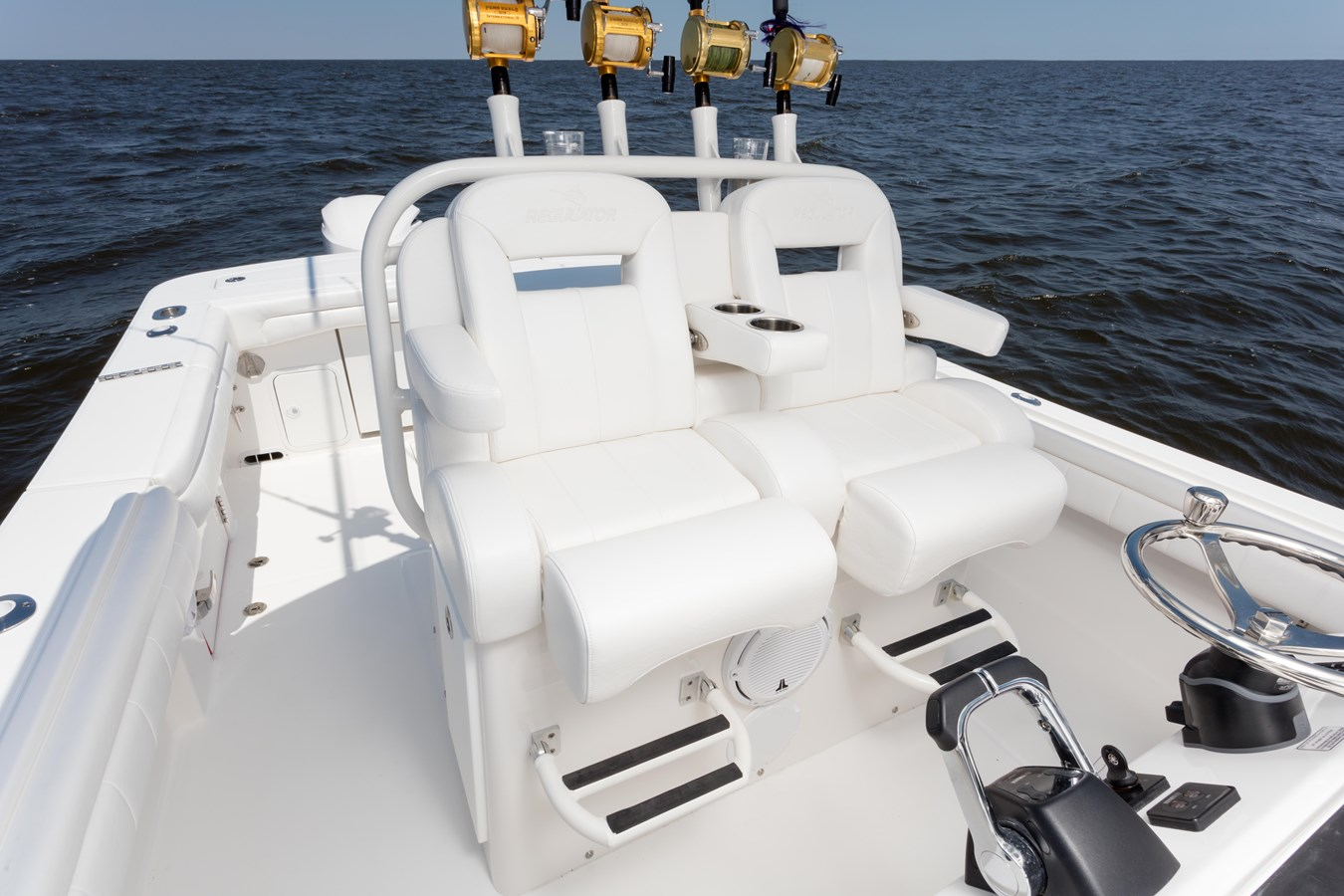 31-regulator-center-console-boat-seat-tackle-center - 31 REGULATOR For Sale
