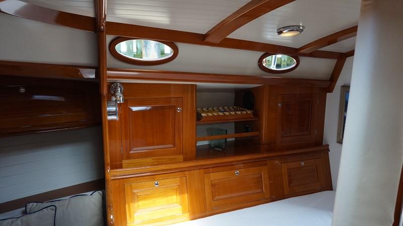 Starboard Settee (2) 2004 Friendship Yachts   Sloop 2690154