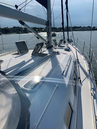 7166078_20190731141826590_1_XLARGE 2007 HUNTER  Cruising Sailboat 2689269