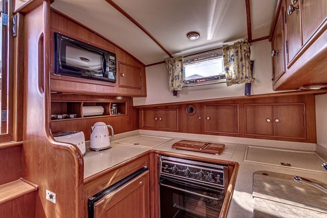 Galley 2002 GRAND BANKS Eastbay 38 HX Cruiser 2697497