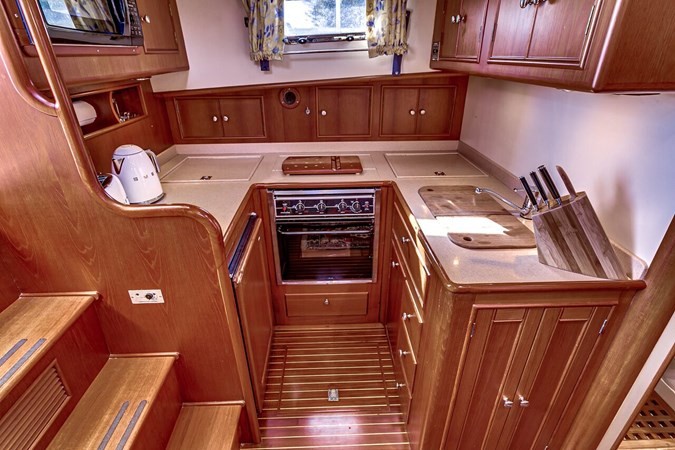 Galley 2002 GRAND BANKS Eastbay 38 HX Cruiser 2697499