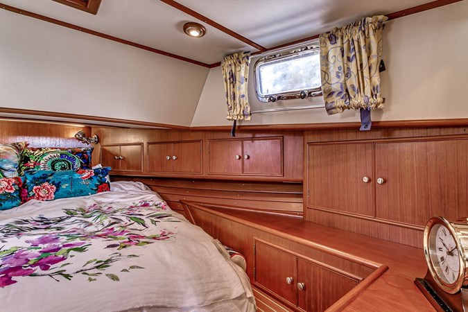 Master Stateroom 2002 GRAND BANKS Eastbay 38 HX Cruiser 2697504