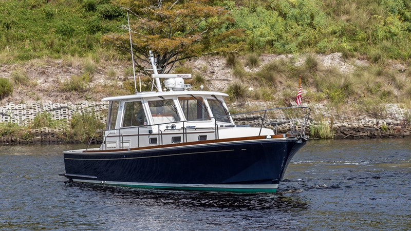 Main Profile 2002 GRAND BANKS Eastbay 38 HX Cruiser 2710534