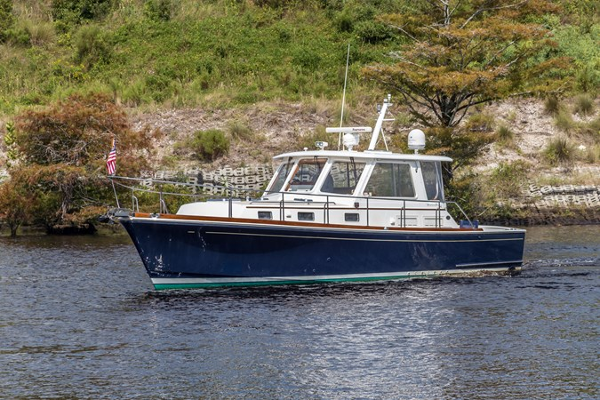 Starboard Profile 2002 GRAND BANKS Eastbay 38 HX Cruiser 2710535