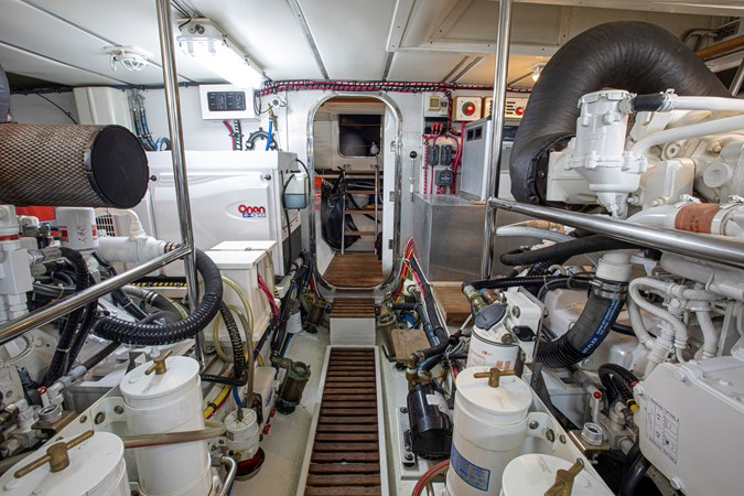 Engine Room Aft 2006 GRAND BANKS 59 Aleutian RP Motor Yacht 2690073