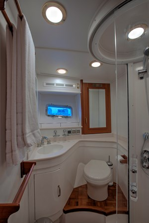 Guest Head 2 2006 GRAND BANKS 59 Aleutian RP Motor Yacht 2690078