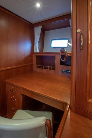Master Desk 2006 GRAND BANKS 59 Aleutian RP Motor Yacht 2690081